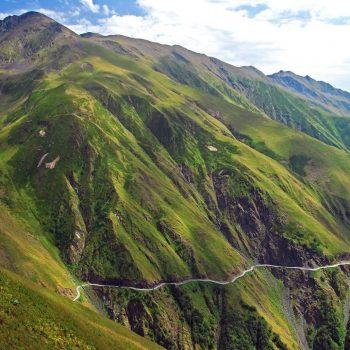 Kelias link Tušetijos per abano perėją (2950 m).