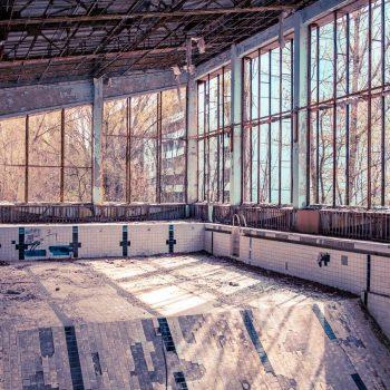 Apleistas Pripetės miesto baseinas. Istorinė kelionė LDK pėdsakais Kijeve su apsilankymu Černobylyje